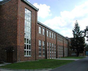743px-Gewerkschaftsschule-Bernau_2007-08-19_AMA_fec5